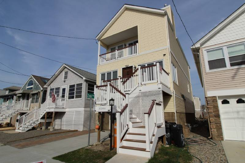 Beautiful Brand New 5 Bdrm Home 1/2 Block to Beach