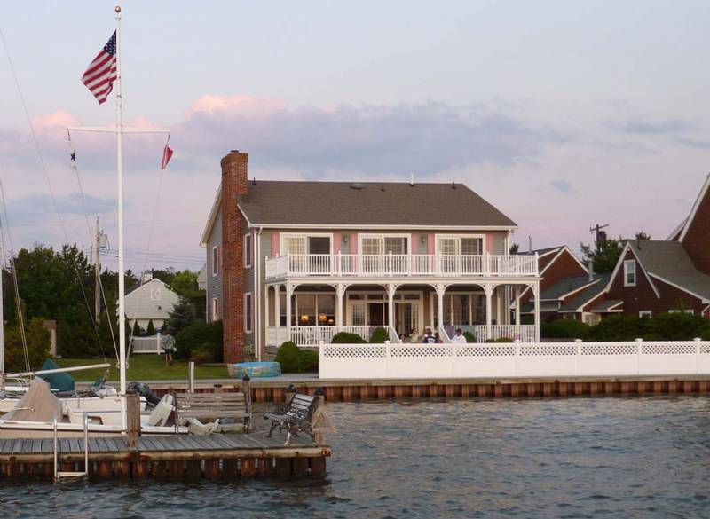 Mantoloking Beautiful Bayfront Home Near Beach – Prime Location w/ Sunsets