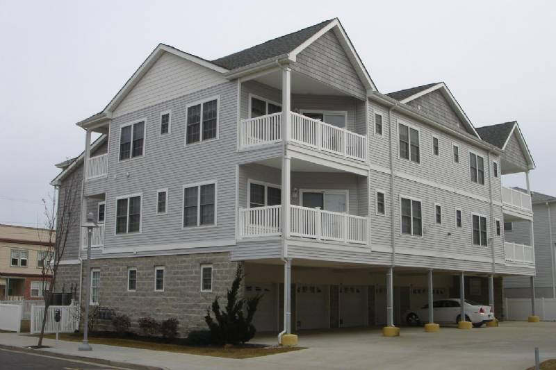 Wildwood Beautiful and Very Clean 3rd Floor Condo