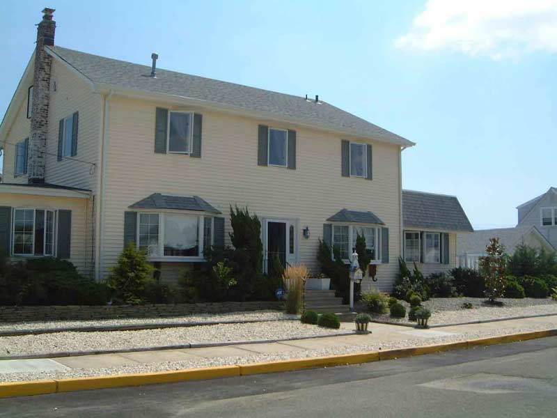 Pt Pleasant Beautiful Beach House w/Pool-7 Bedrooms,3 full Baths, Block to Beach