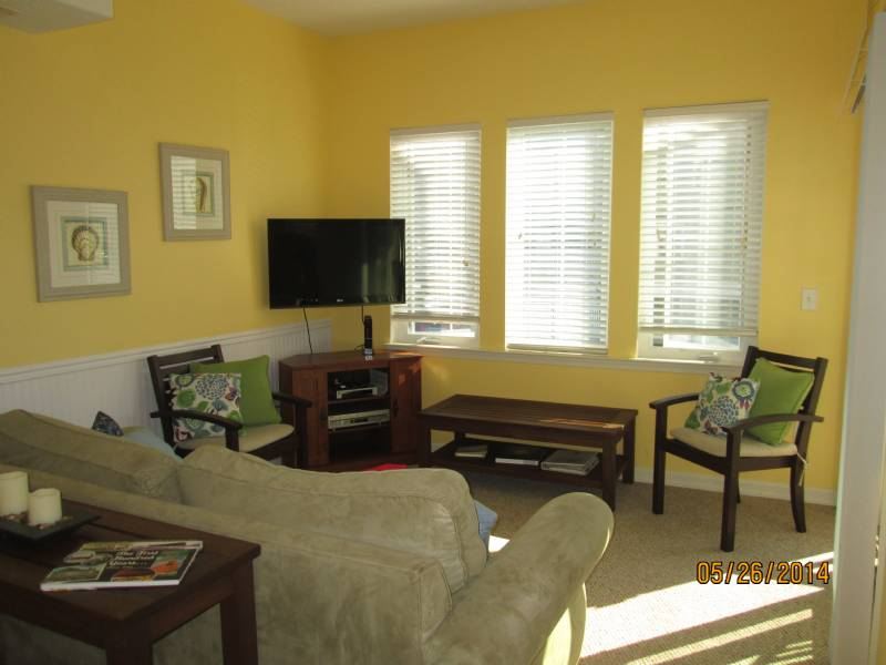 Quiet Beach Block Condo, Family Friendly Atmosphere and Owners You Can Rely On