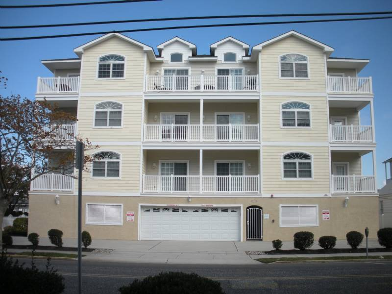Wildwood Crest Luxury Top Floor Condo-Pool, Elevator, Close to Beach & Boardwalk
