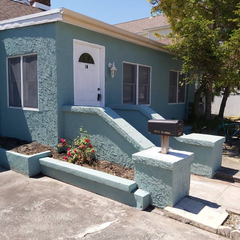 Spacious & Affordable 4 Bedroom 2 Blocks To Beach W/Private Yard