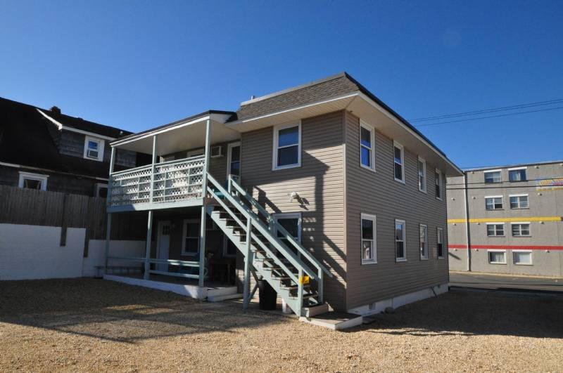 Seaside Hts - 2BR, 1BA Newly Renov. Steps from Brdwlk & Beach. Free Parking