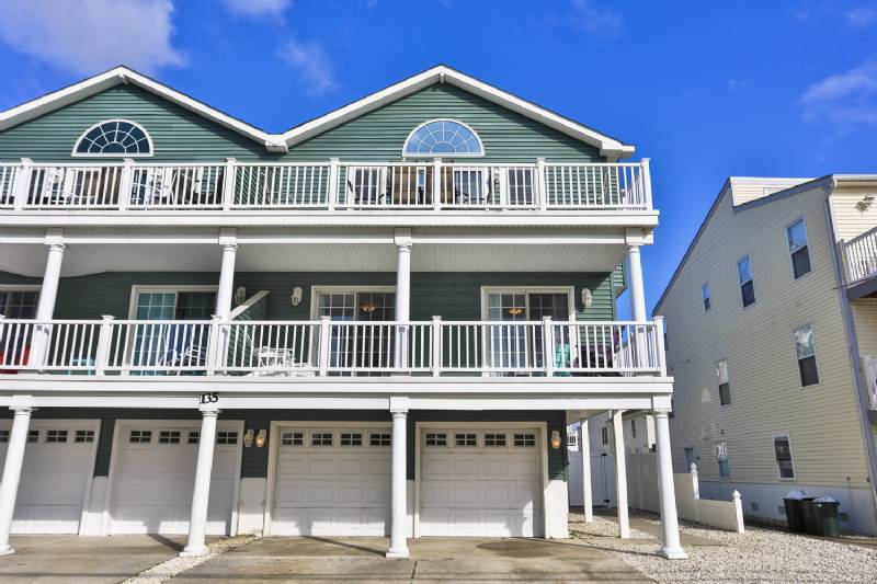 Sea Isle Beach House - 7 Bedrooms Sleeps 18 - Seats 18 - Rec Room